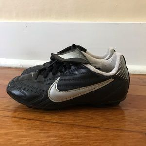 Kids nike cleats size 13C